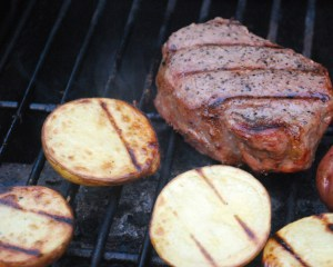 grilling_steak_potatoes