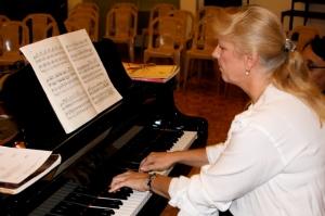 julie_piano