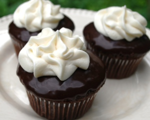 double_frosted_chocolate_cupcakes_04