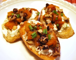 Butternut_Squash _Crostini_w_Goat_Cheese_Balsamic_Reduction_01