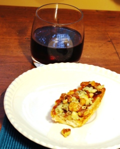 crostini_fig_stilton_walnuts_01